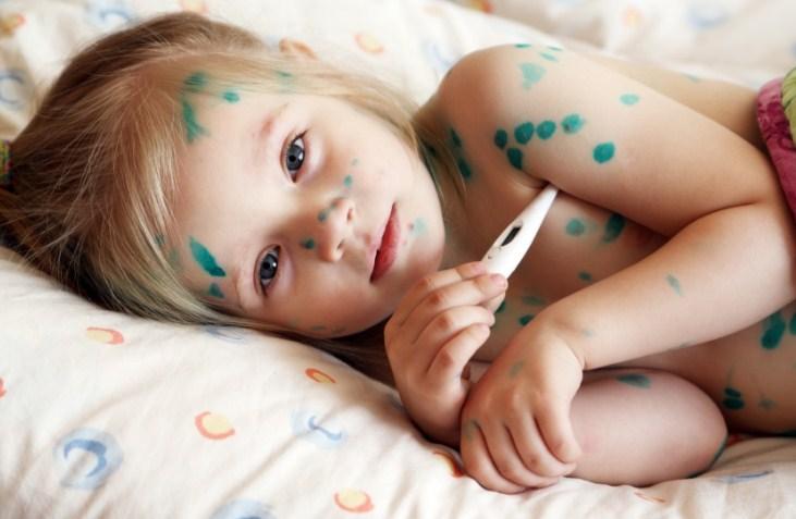 измеряем температуру ребенку